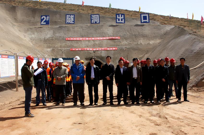 由我局承建的海原县三塘水库2#隧洞顺利贯通