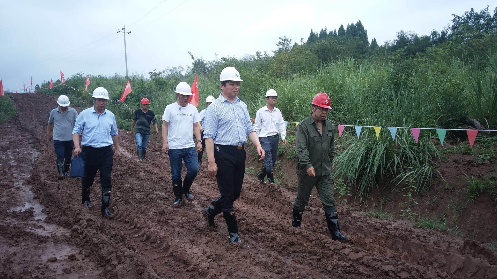 集团董事长杨国一行视察四川蓬船干渠项目