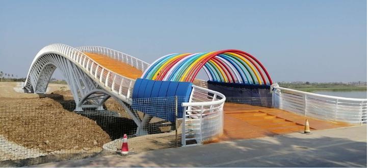 沙湖旅游景区情人岛彩虹桥落成记