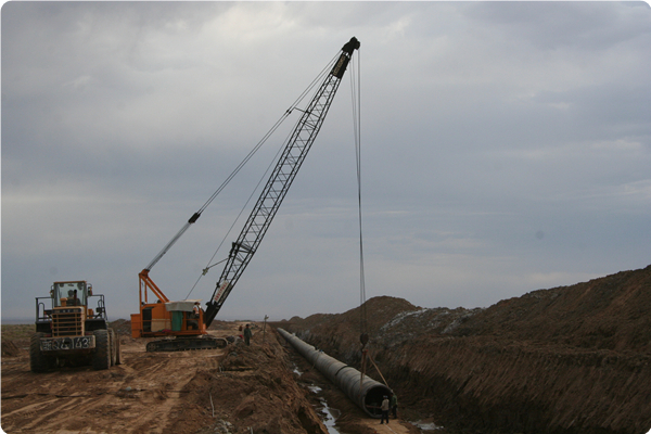 施工中的准东供水管道.jpg