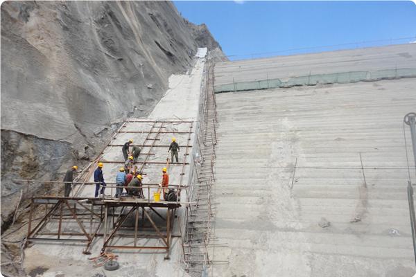 承建扎毛水库大坝基础处理工程